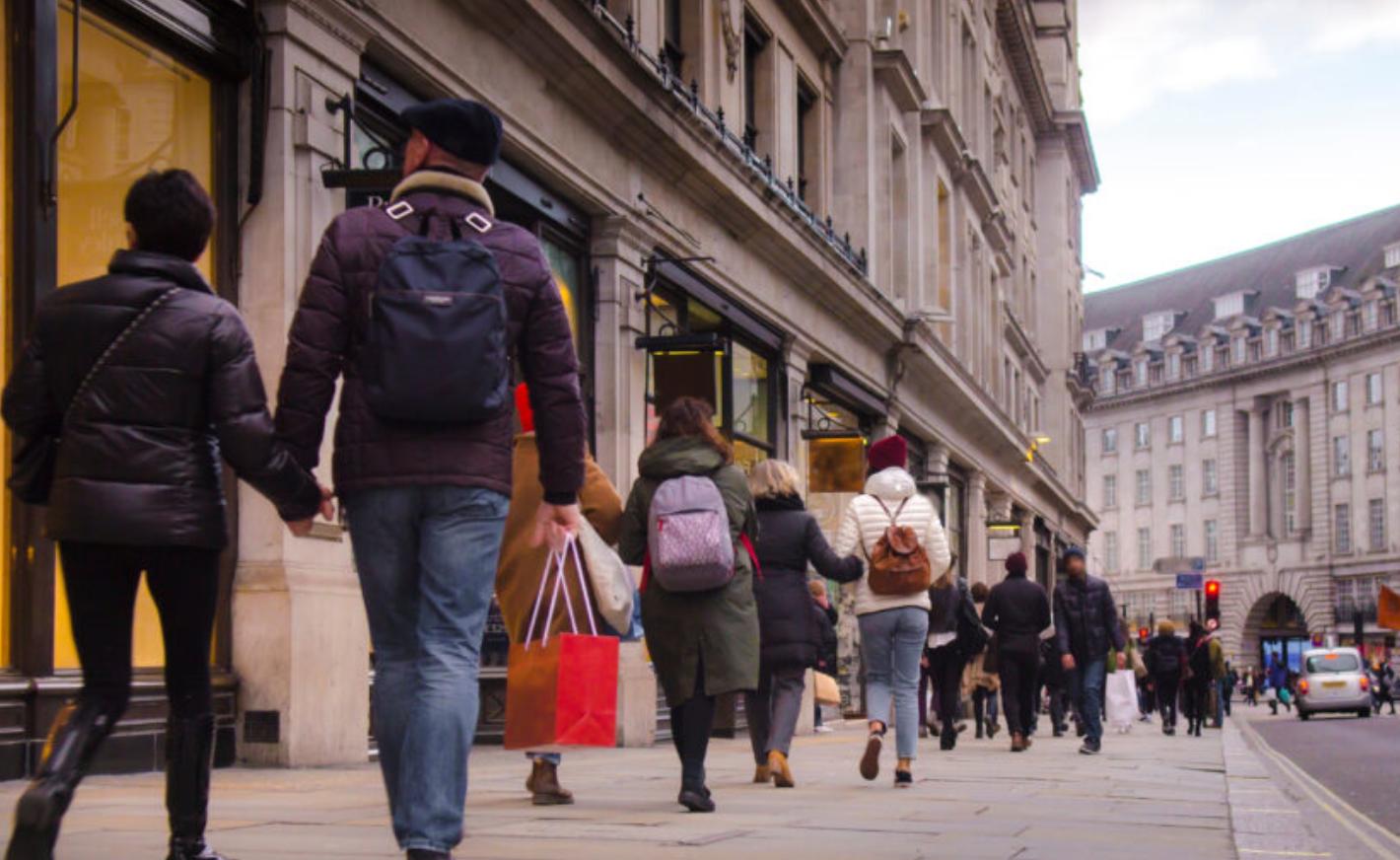Retailers cut 24,000 jobs
